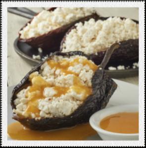 Chile ancho relleno de queso en salsa de naranja
