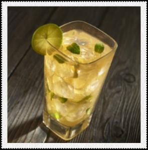 Bebida fría de tamarindo, limón y menta