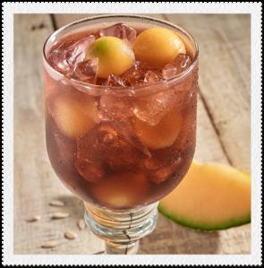 Bebida de Zuko Uva y Zuko Limón con esferas de melón congelado