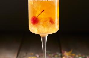 Sidra de Zuko Manzana con agua quina y cerezas