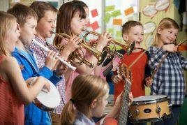 Los beneficios de aprender a tocar un instrumento musical