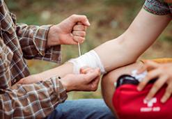 ¿Qué debe contener tu kit de primeros auxilios?