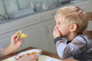 """Consejos para sobrevivir a la etapa """"No quiero comer"""" de nuestros pequeños"""